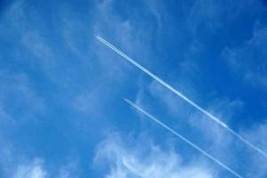 ダブル飛行機雲