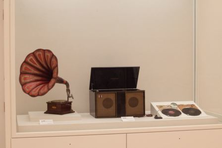 03蓄音機とレコードプレイヤー
