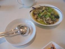 ブログ7きのこと青梗菜の炒めもの