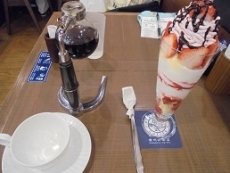 ブログ9いちごパフェとコーヒー