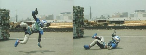 メタルヒーロー、宇宙刑事シャイダーが敵の強力な磁気攻撃にスーツをやられる
