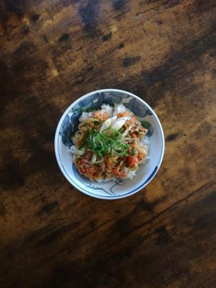 20201031自家製小海老のかき揚げ丼と磯辺仕上げの一口ささみフライと明太マヨポテ。