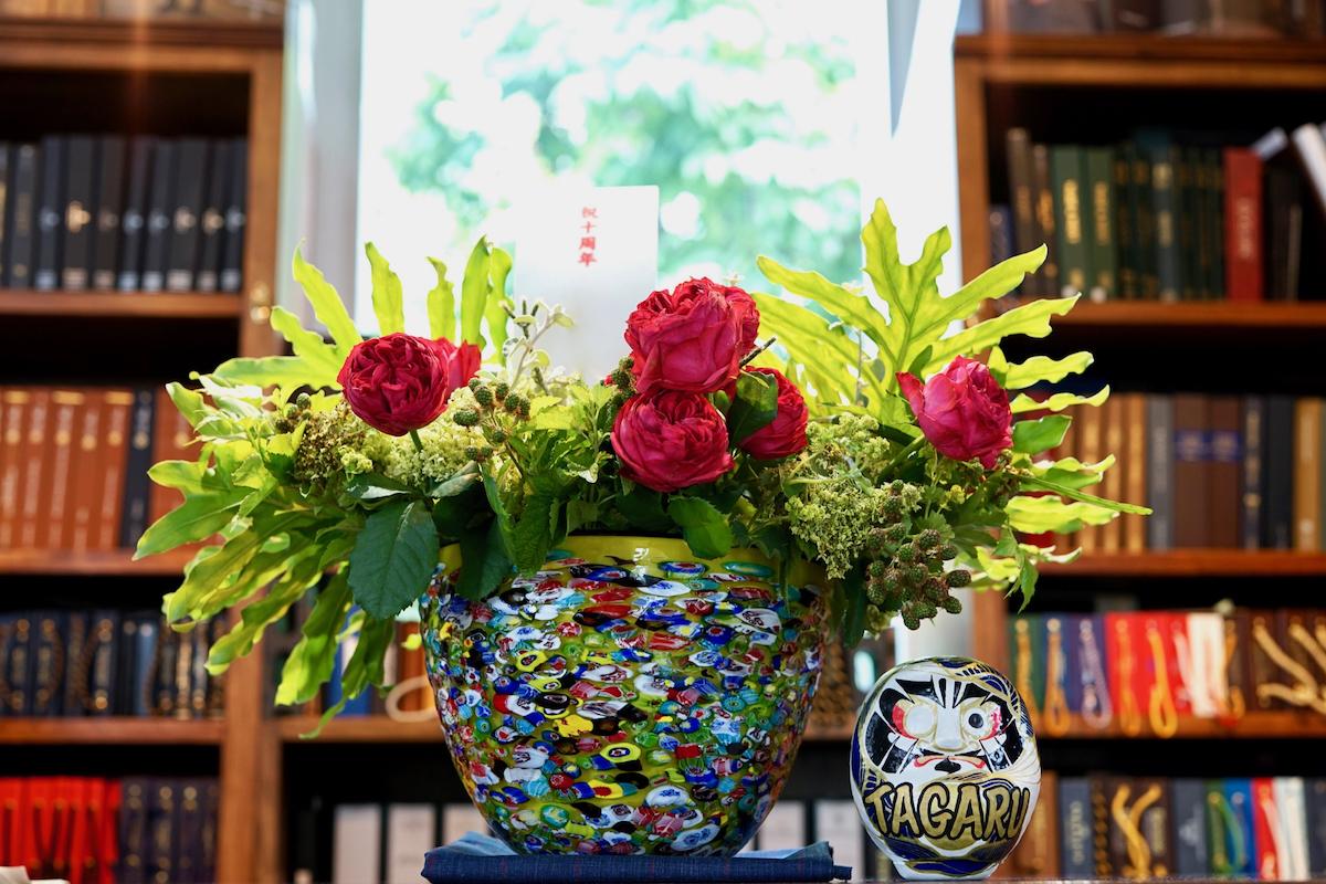 10周年記念花とダルマ