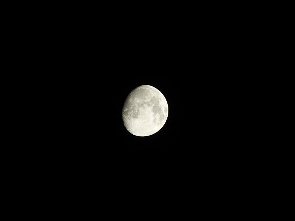 P1000_Moon_600mm.jpg