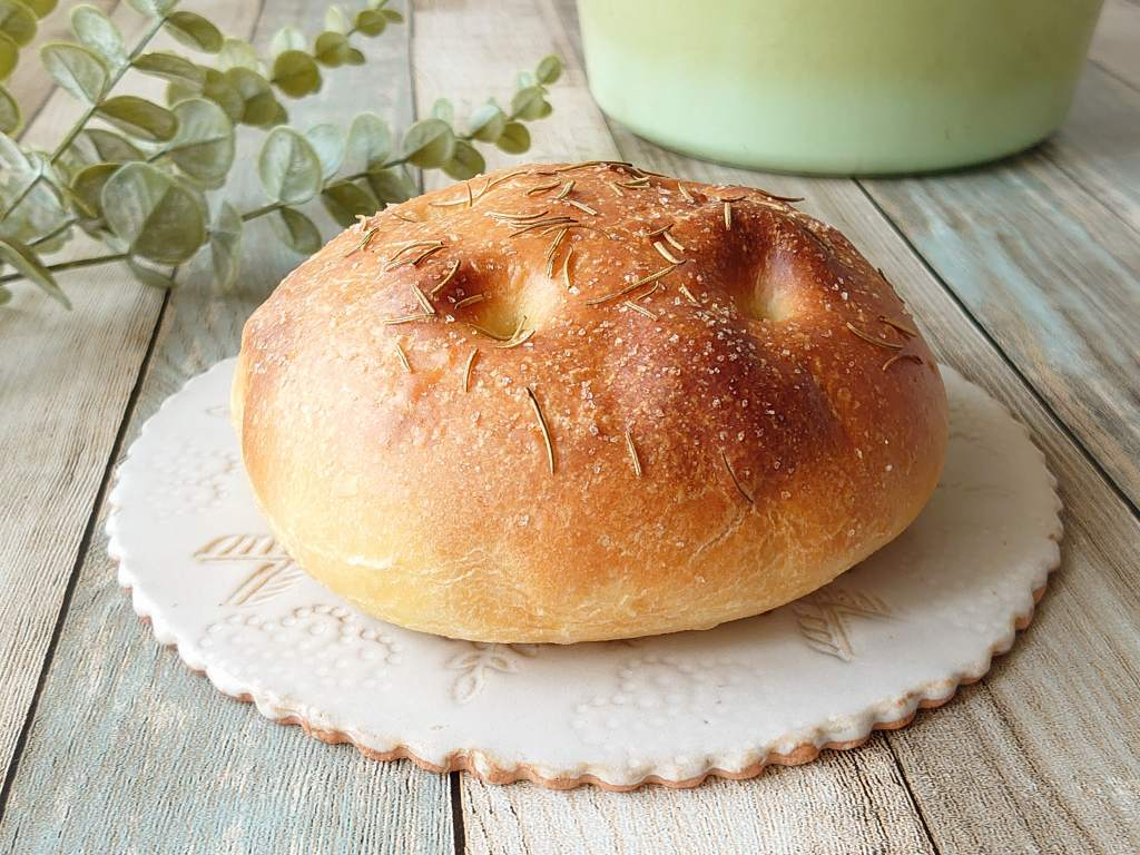 おうち時間☆バーミキュラでパンを焼く!!「フォカッチャ」