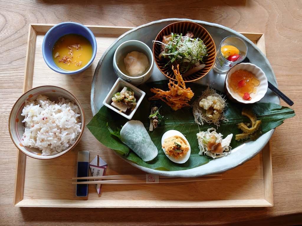 「和蔵(大分県別府市)」住宅街の人気隠れ家カフェ!季節のお惣菜ランチは盛付も素敵です