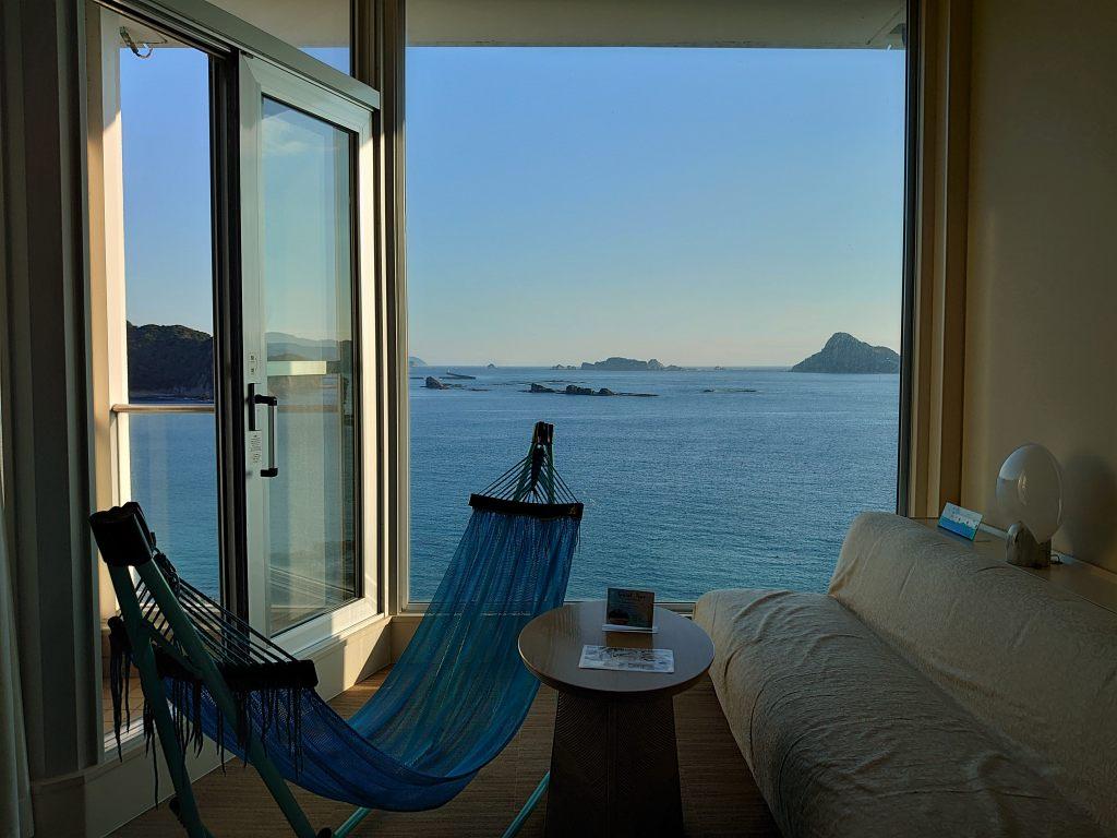 宮崎県☆日南の宿「南郷プリンスホテル」壁一面ガラス張り!真っ青な海と波の音が聞こえるリゾート