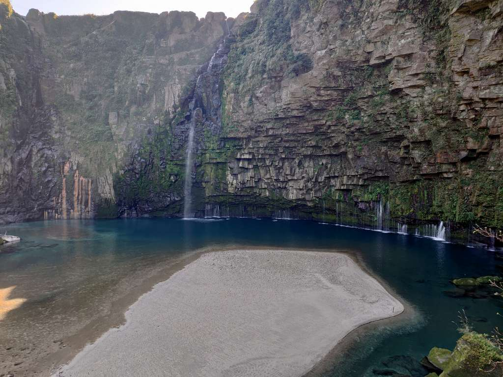 「雄川の滝(鹿児島錦江町)」大隅半島の絶景秘境!断崖から流れ落ちるブルーグリーンの滝壺