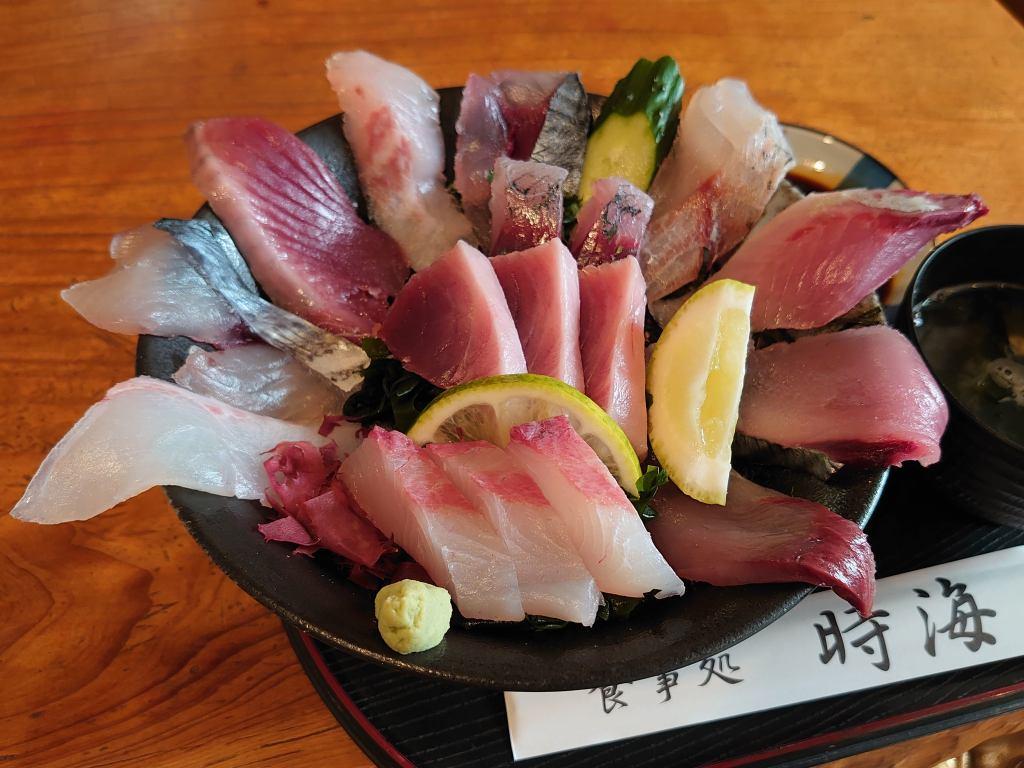 「食事処 時海(鹿児島県南大隅町)」器から溢れる超豪華海鮮丼!!大隅半島で予約必須の人気店