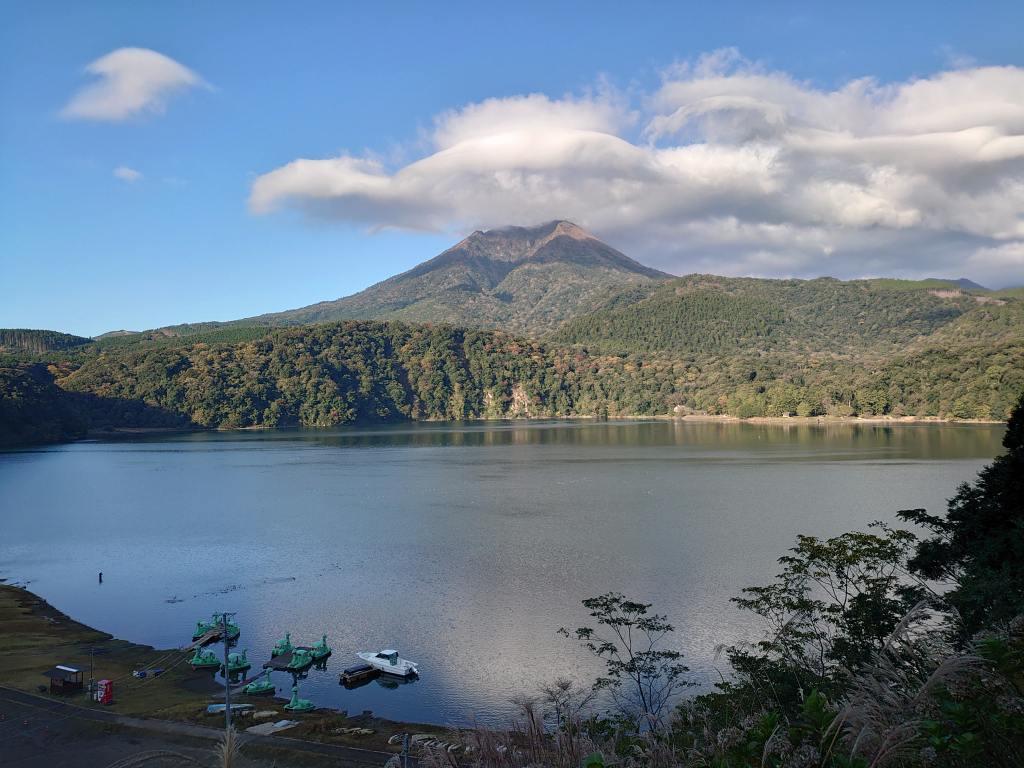 「御池展望台(宮崎県高原町)」ドライブ途中の美しい景観!霧島山で一番大きく一番深い火口湖