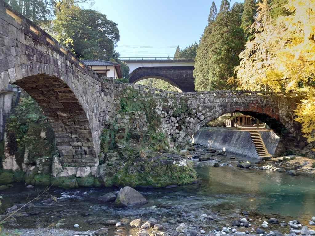 「二俣橋(熊本県美里町)」ハートのできる石橋とイチョウの美しい景観!恋人の聖地にも