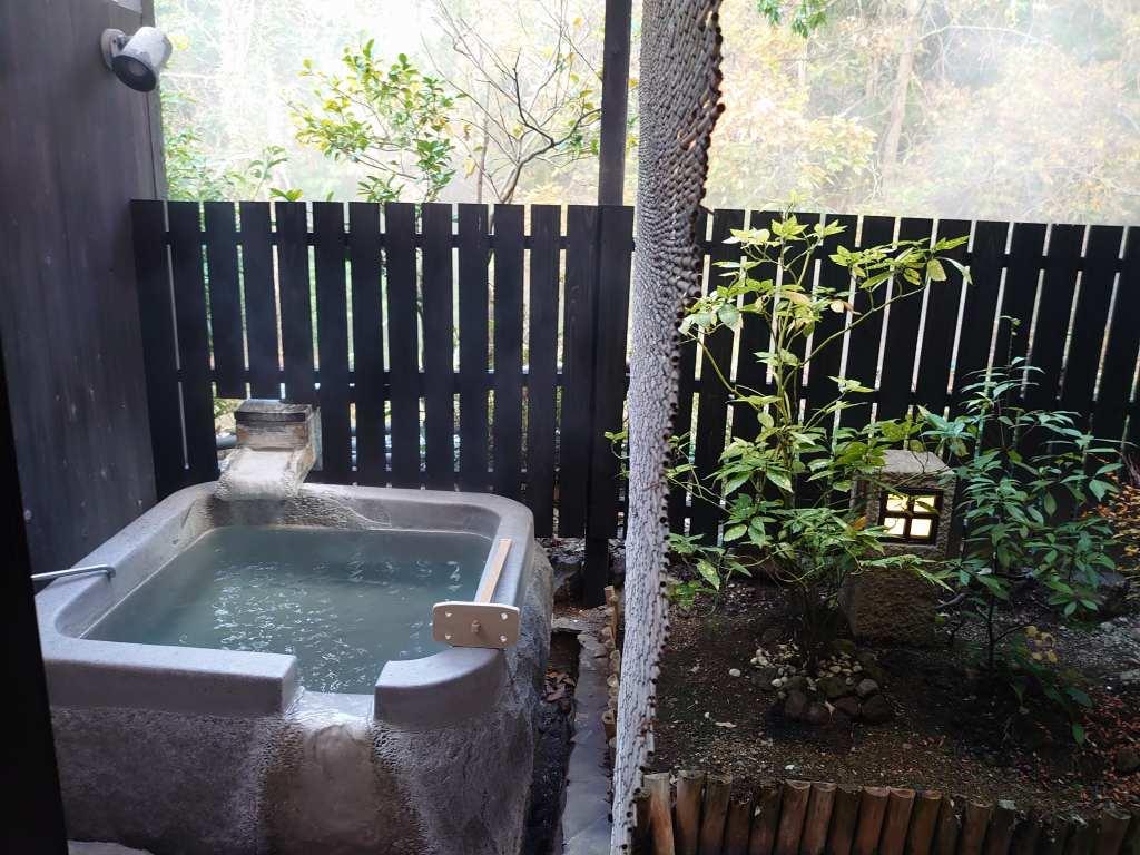 大分県☆由布院の宿「杜の湯 ゆふいん泰葉」透明度の高い青湯!メタケイ酸でとろとろの美容効果