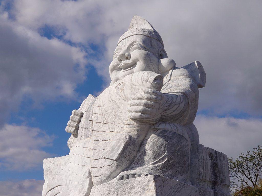 「倉岳大えびす(熊本県天草市)」えびす像公園にある大理石のえびす様は高さ10m