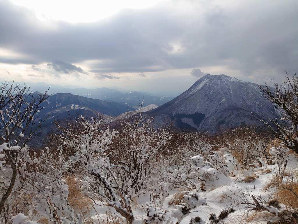 「鶴見岳(大分県別府市)」雪と霧氷!気象条件がそろった時だけ味わえる非日常の山歩き