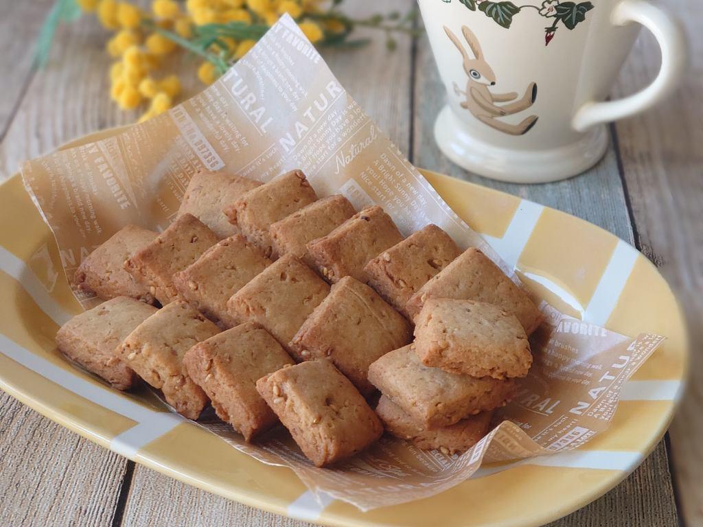 おうち時間☆まいにち食べたい!「ごまのキューブクッキー」を焼きました