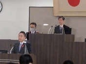 201001代表質問写真
