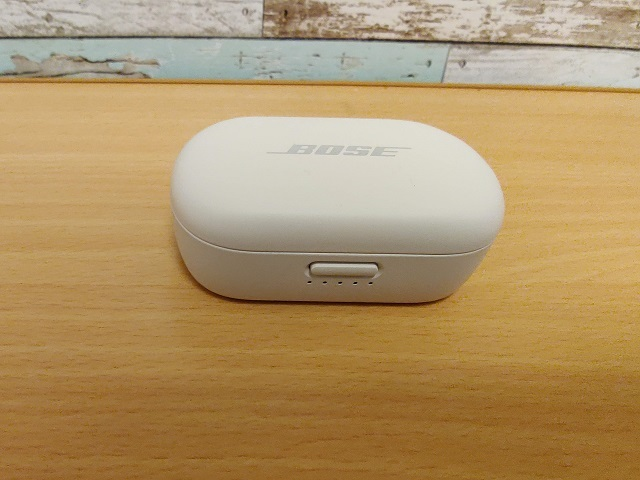 「Bose QuietComfort Earbuds」ケース前面