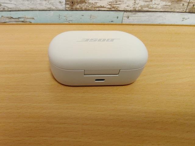 「Bose QuietComfort Earbuds」ケース背面